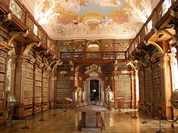 La sala principale della biblioteca dei Melk